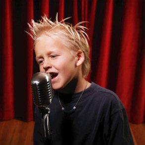 Ваш ребенок любит петь?